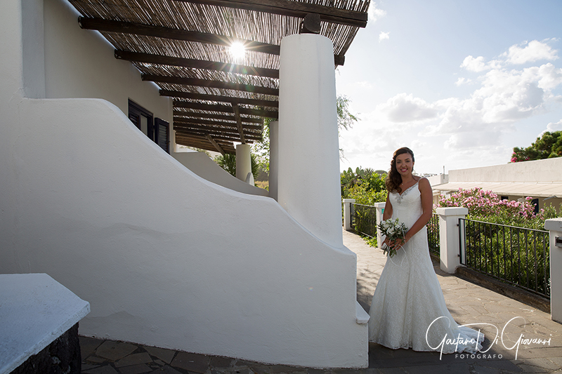 matrimonio a Stromboli: sposa con casa eoliana
