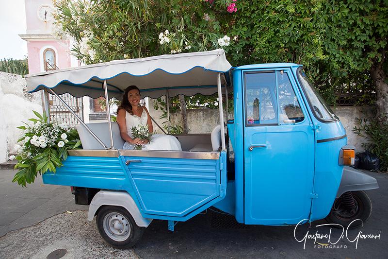 matrimonio a Stromboli: sposa su ape