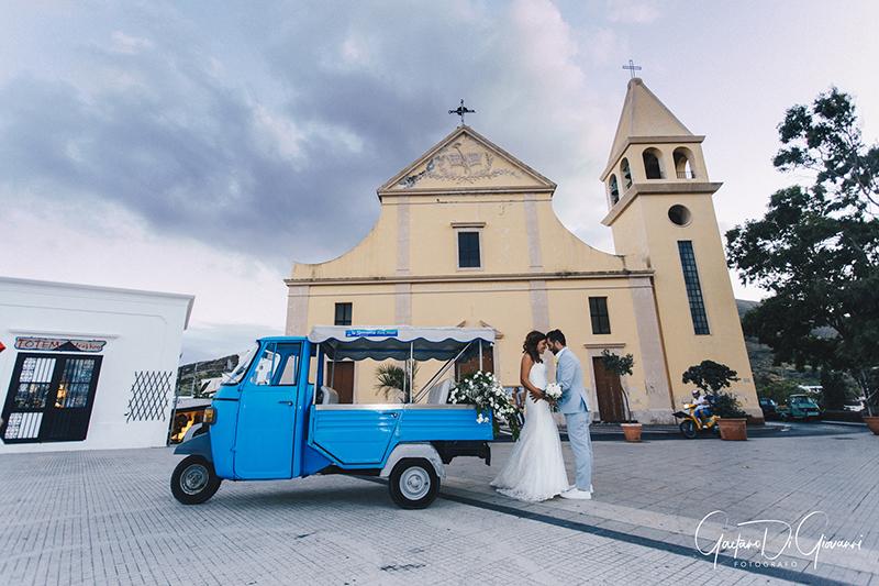 matrimonio a Stromboli: sposi con ape