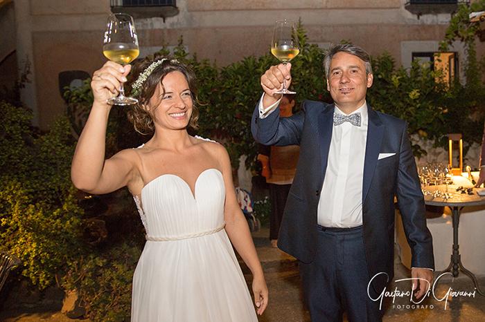 Matrimonio a Salina. festa hotel signum brindisi sposi