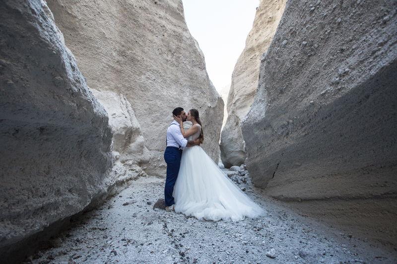 sposi si baciano cave di pomice lipari
