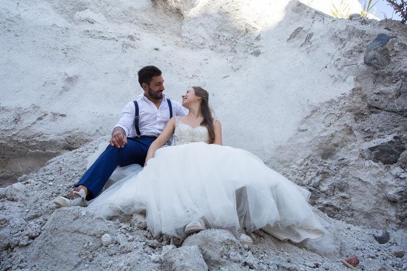 sposi felici matrimonio lipari cave di pomice