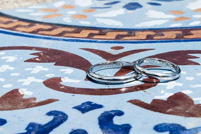 Matrimonio a Lipari: anelli su piastrella eoliana