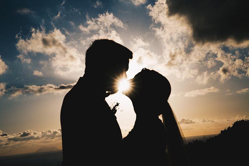 Matrimonio a Lipari: silhouette sposi