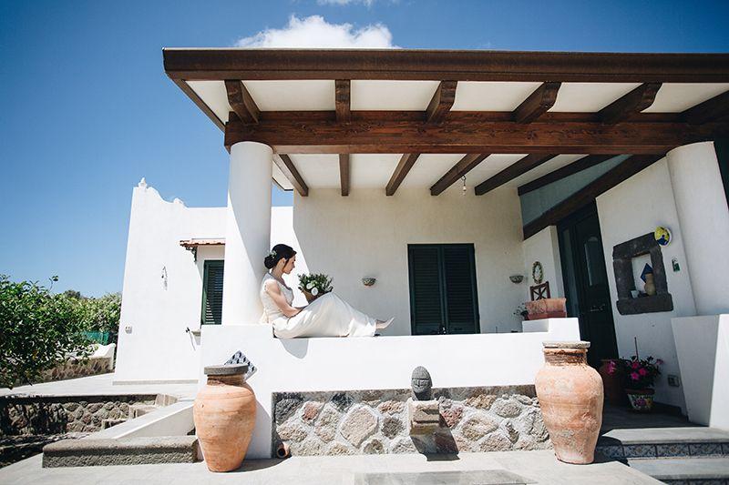 Matrimonio a Lipari: la sposa in casa eoliana