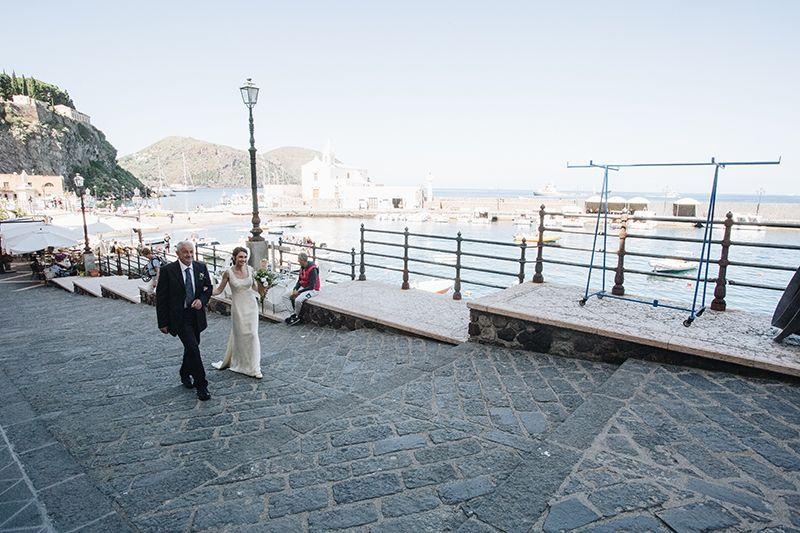 Matrimonio a Lipari: la sposa va in chiesa