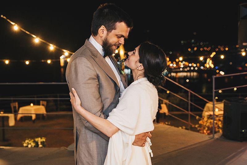 Matrimonio a Lipari: villa enrica, sposi ballano