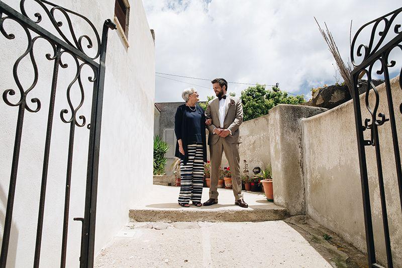Matrimonio a Lipari: sposo esce da casa