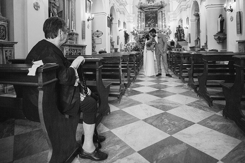 Matrimonio a Lipari: sposi escono dalla chiesa
