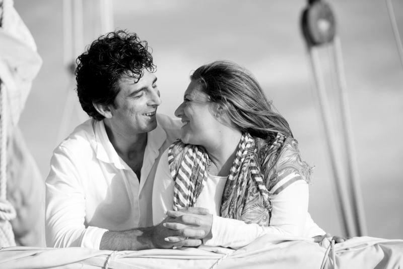 Matrimonio a Lipari futuri sposi in imbarcazione d'epoca