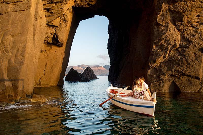 matrimonio a lipari ,sposi in barca