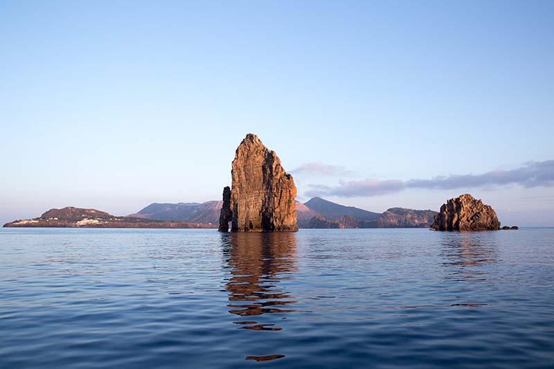 matrimonio a lipari ,faraglioni e isola di vulcano