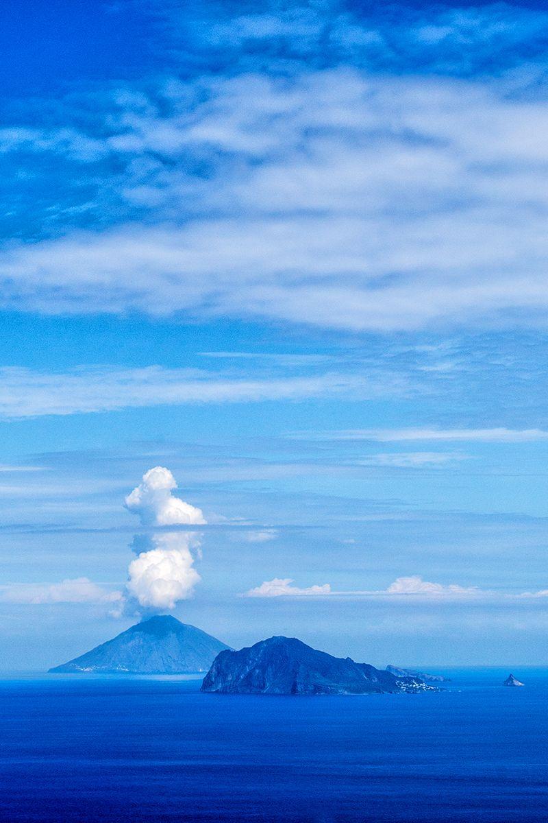 panarea e stromboli cielo azzurro