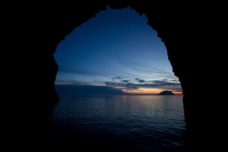 tramonto da grotta bue marino filicudi