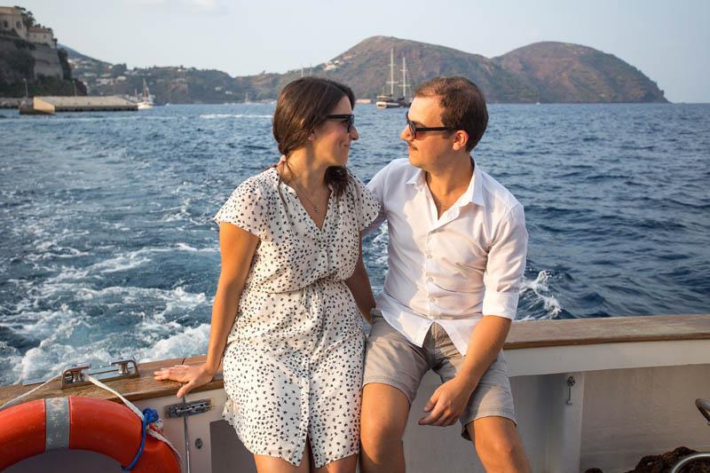 futuri sposi prima del matrimonio a lipari in barca