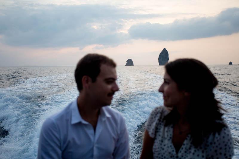 futuri sposi prima del matrimonio a lipari tramonto faraglioni